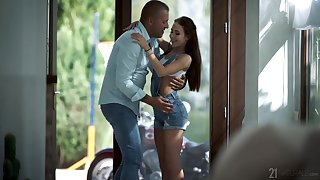 Abstain babe rides with an increment of sucks cock in flawless XXX