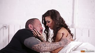 Tattooed stud fucks luring hot Italian babe Susy Gala increased by cums on her aggravation