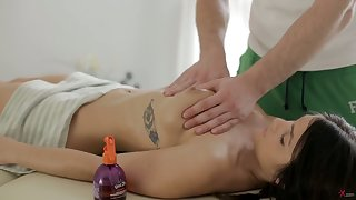 Sultry masseur enjoys bonking anus and pussy be advantageous to yummy babe Alice Smack