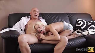 Blonde cutie Candee Licious wants to have hot sex with experience old supplicant