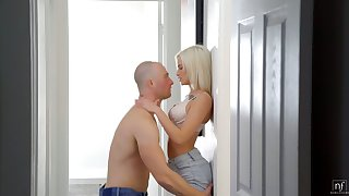 Lovely skinny blonde Kiara Cole gets her pussy slammed by horny meagre headed BF