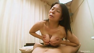 Hairy Japanese grandma Akiko Oda enforcing their way back having sex