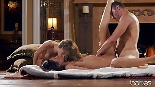 Threeway delights roughly hot starlets Kimmy Granger and Jaye Summers
